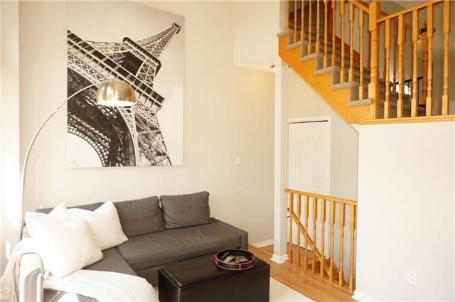 Condo Townhouse at 6060 Snowy Owl Cres, Unit 6, Mississauga, Ontario. Image 17