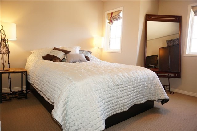 Condo Townhouse at 6060 Snowy Owl Cres, Unit 6, Mississauga, Ontario. Image 5