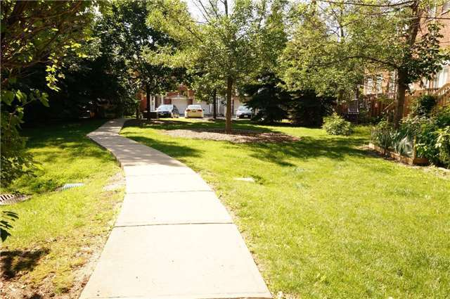 Condo Townhouse at 6060 Snowy Owl Cres, Unit 6, Mississauga, Ontario. Image 11