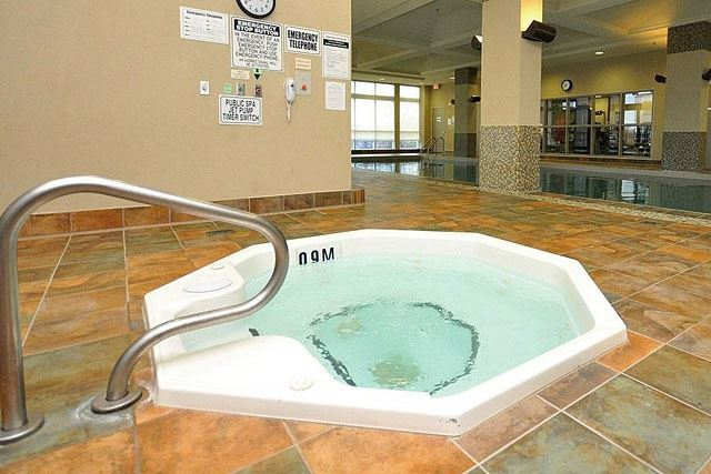 Condo Apartment at 335 Rathburn Rd W, Unit 1811, Mississauga, Ontario. Image 7