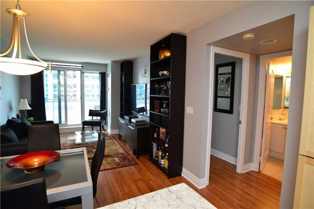 Condo Apartment at 2121 Lakeshore Blvd W, Unit 816, Toronto, Ontario. Image 19