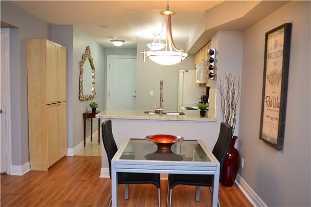 Condo Apartment at 2121 Lakeshore Blvd W, Unit 816, Toronto, Ontario. Image 2