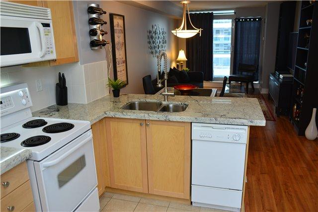 Condo Apartment at 2121 Lakeshore Blvd W, Unit 816, Toronto, Ontario. Image 3