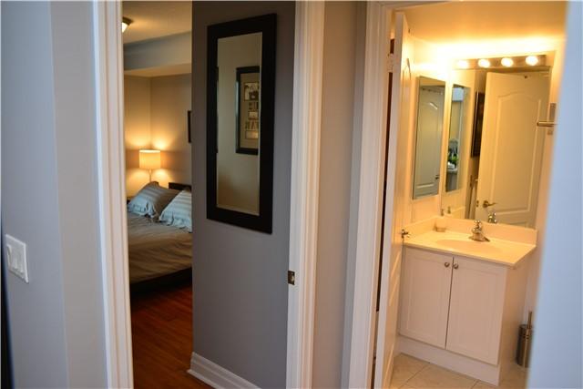 Condo Apartment at 2121 Lakeshore Blvd W, Unit 816, Toronto, Ontario. Image 6