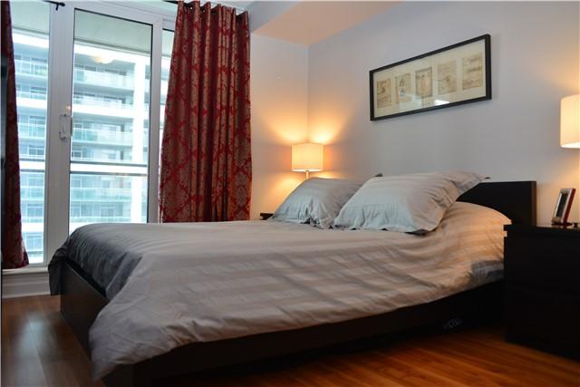 Condo Apartment at 2121 Lakeshore Blvd W, Unit 816, Toronto, Ontario. Image 7