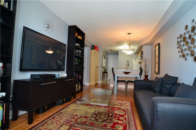 Condo Apartment at 2121 Lakeshore Blvd W, Unit 816, Toronto, Ontario. Image 9