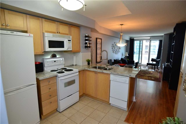 Condo Apartment at 2121 Lakeshore Blvd W, Unit 816, Toronto, Ontario. Image 10