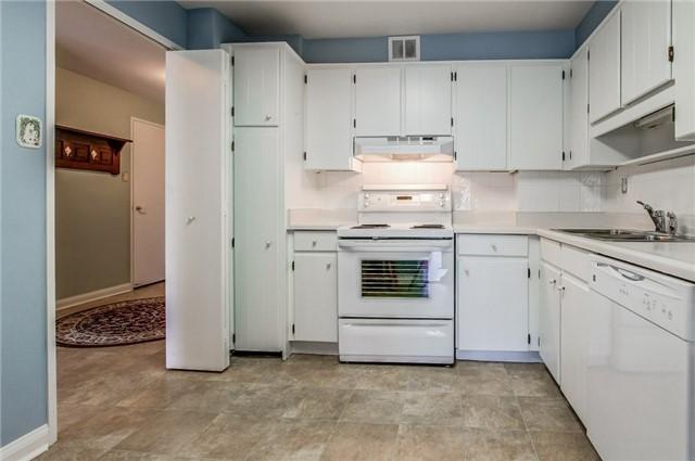Condo Apartment at 1400 Dixie Rd, Unit 512, Mississauga, Ontario. Image 17