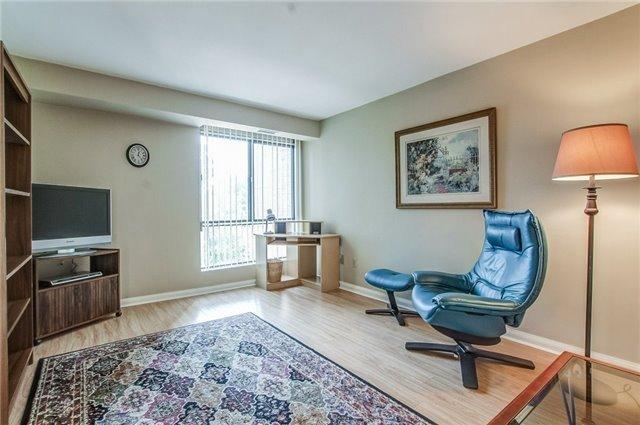 Condo Apartment at 1400 Dixie Rd, Unit 512, Mississauga, Ontario. Image 4
