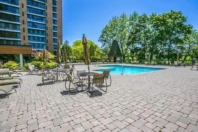 Condo Apartment at 1400 Dixie Rd, Unit 512, Mississauga, Ontario. Image 10