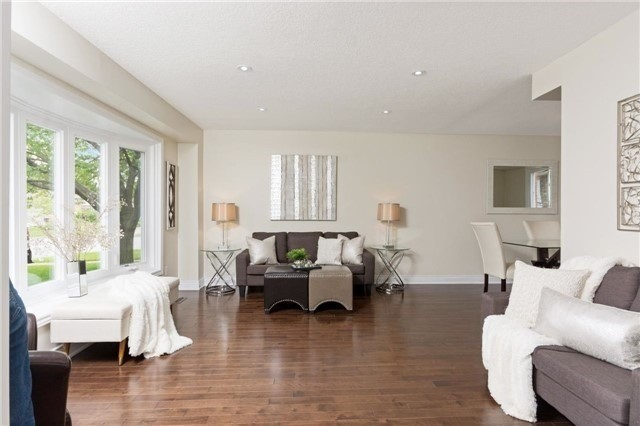 Detached at 906 Cabot Tr, Milton, Ontario. Image 15