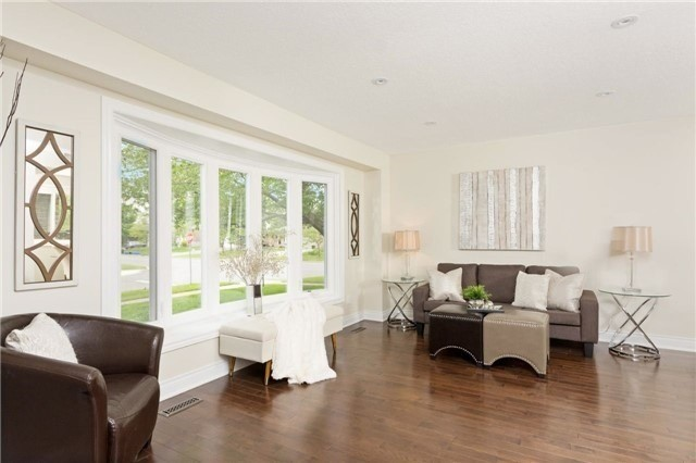 Detached at 906 Cabot Tr, Milton, Ontario. Image 16