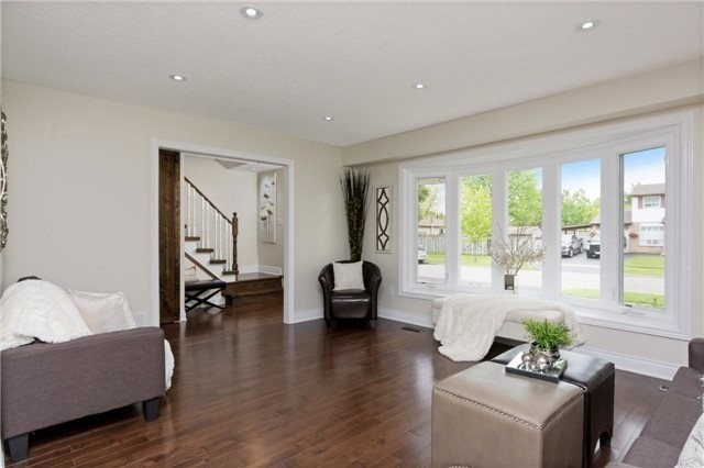 Detached at 906 Cabot Tr, Milton, Ontario. Image 18