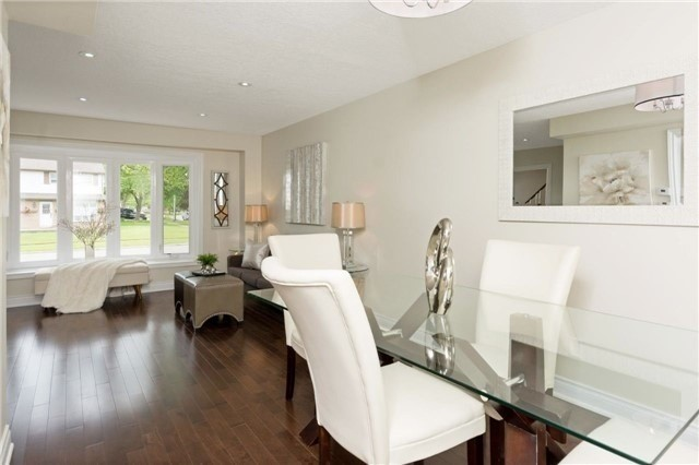 Detached at 906 Cabot Tr, Milton, Ontario. Image 19
