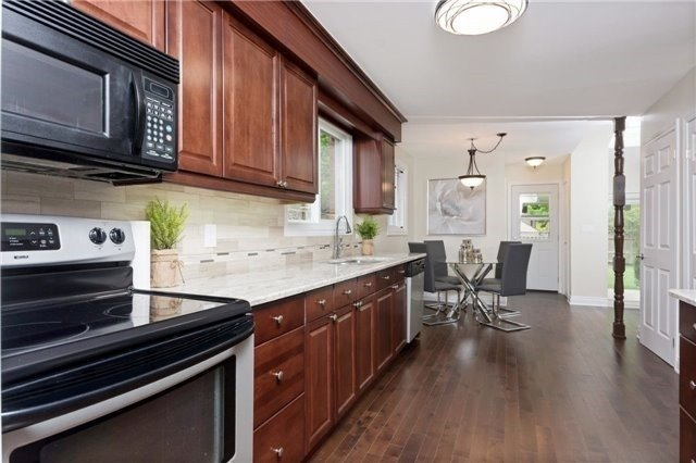 Detached at 906 Cabot Tr, Milton, Ontario. Image 2