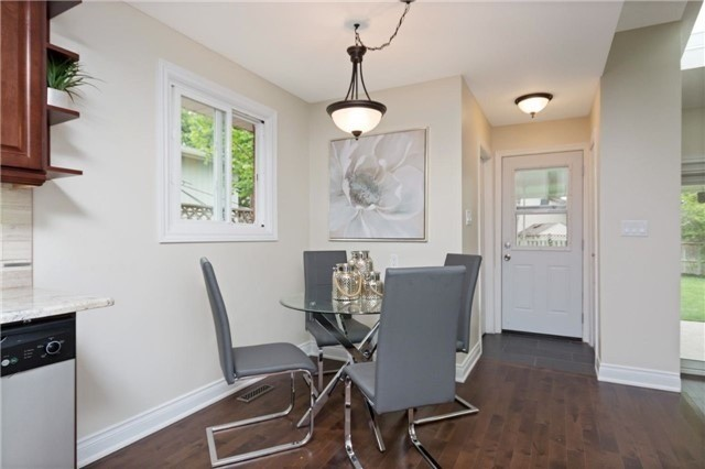 Detached at 906 Cabot Tr, Milton, Ontario. Image 3