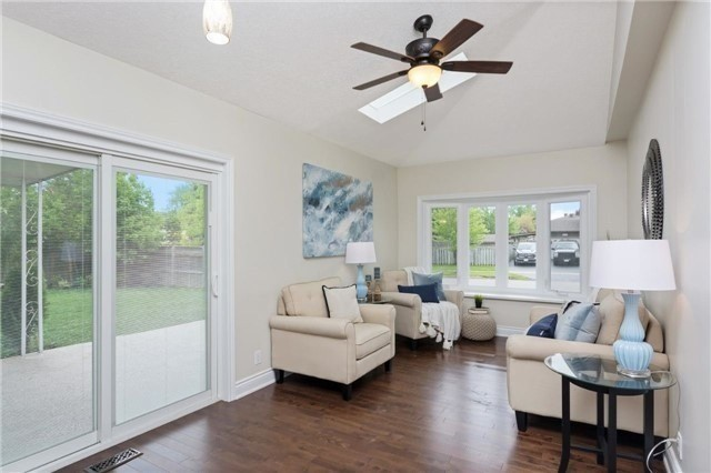 Detached at 906 Cabot Tr, Milton, Ontario. Image 6