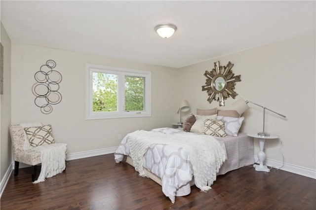 Detached at 906 Cabot Tr, Milton, Ontario. Image 7
