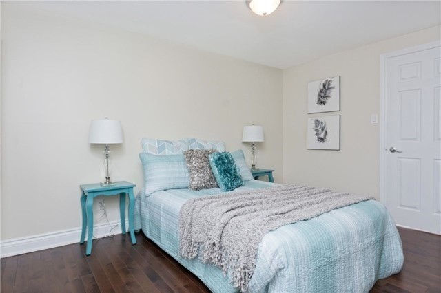 Detached at 906 Cabot Tr, Milton, Ontario. Image 10