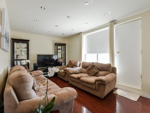 Condo Apartment at 1055B Forestwood Dr, Unit 222, Mississauga, Ontario. Image 4