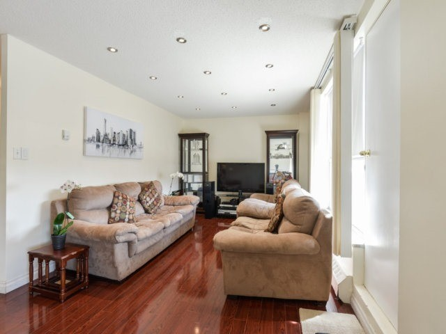 Condo Apartment at 1055B Forestwood Dr, Unit 222, Mississauga, Ontario. Image 5
