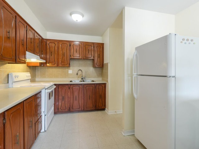 Condo Apartment at 1055B Forestwood Dr, Unit 222, Mississauga, Ontario. Image 6