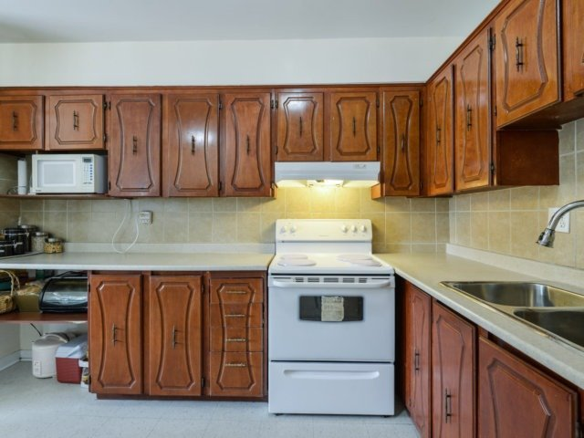 Condo Apartment at 1055B Forestwood Dr, Unit 222, Mississauga, Ontario. Image 7