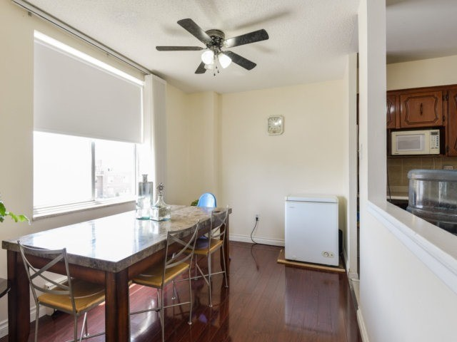 Condo Apartment at 1055B Forestwood Dr, Unit 222, Mississauga, Ontario. Image 8