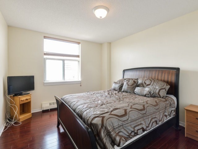 Condo Apartment at 1055B Forestwood Dr, Unit 222, Mississauga, Ontario. Image 9