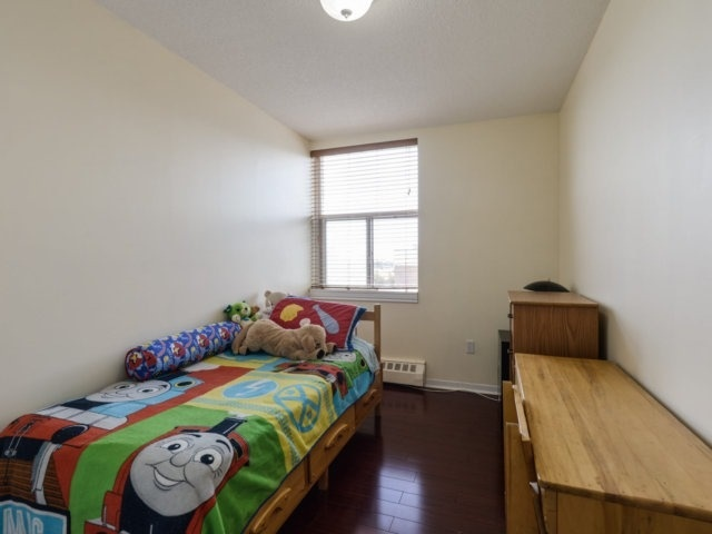 Condo Apartment at 1055B Forestwood Dr, Unit 222, Mississauga, Ontario. Image 10