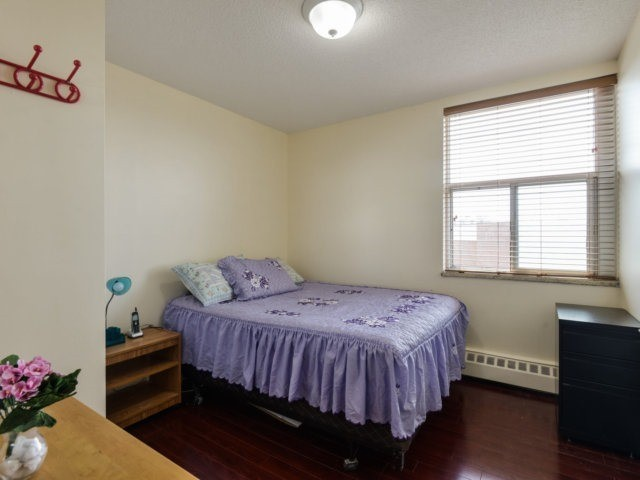 Condo Apartment at 1055B Forestwood Dr, Unit 222, Mississauga, Ontario. Image 11