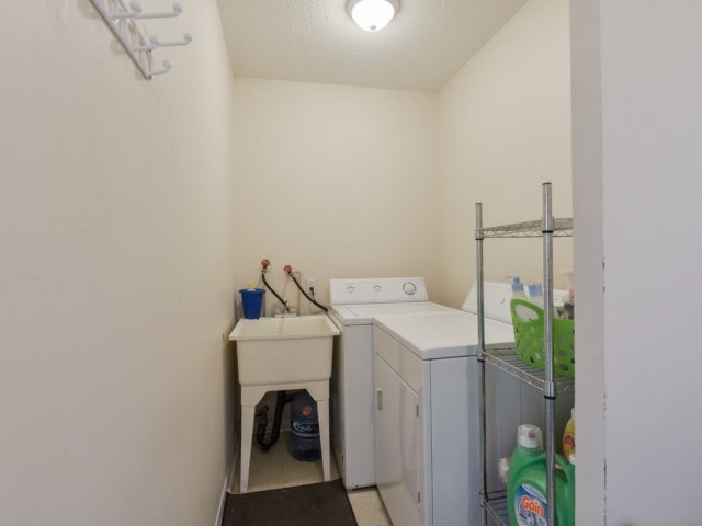 Condo Apartment at 1055B Forestwood Dr, Unit 222, Mississauga, Ontario. Image 3