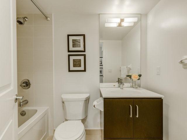 Condo Apartment at 215 Sherway Gardens Rd, Unit 2403, Toronto, Ontario. Image 4