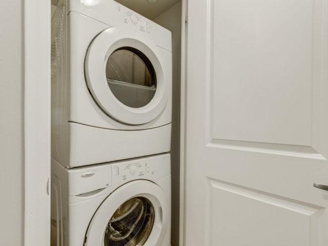 Condo Apartment at 215 Sherway Gardens Rd, Unit 2403, Toronto, Ontario. Image 5