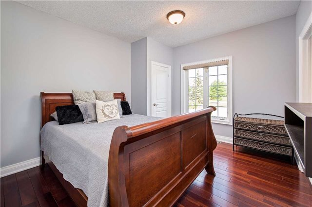 Detached at 9 Castlewood Crt, Caledon, Ontario. Image 3