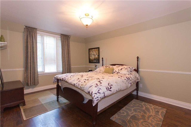 Detached at 1256 Glen Rd, Mississauga, Ontario. Image 20