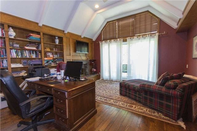 Detached at 1256 Glen Rd, Mississauga, Ontario. Image 3
