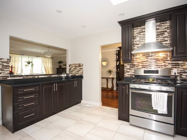 Detached at 570 Trafford Cres, Oakville, Ontario. Image 18