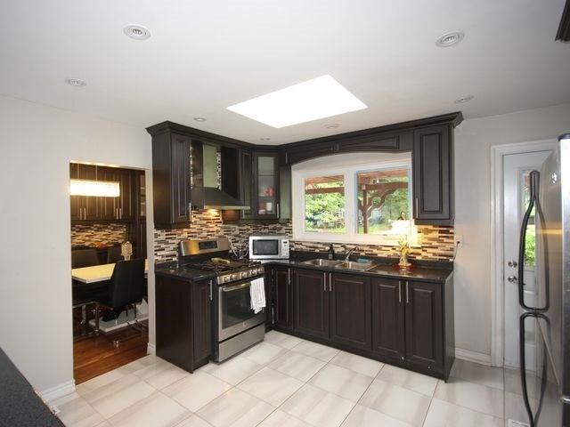 Detached at 570 Trafford Cres, Oakville, Ontario. Image 19