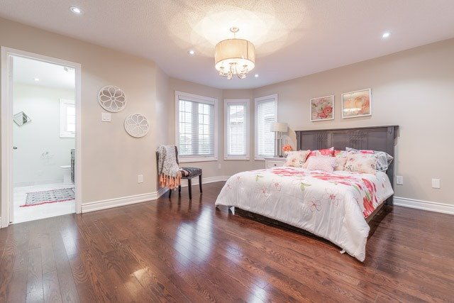 Detached at 6393 Seaver Rd, Mississauga, Ontario. Image 3