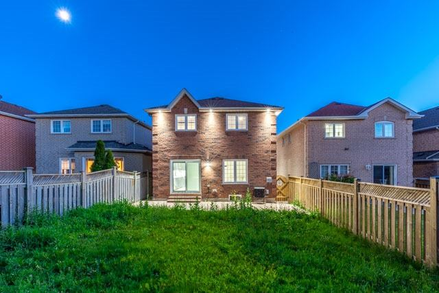 Detached at 6393 Seaver Rd, Mississauga, Ontario. Image 13