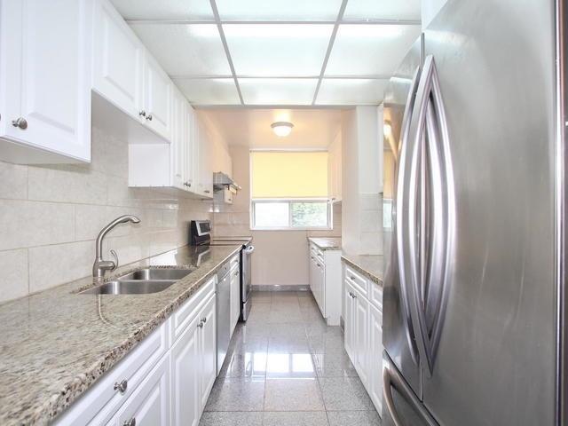 Condo Apartment at 3 Lisa St, Unit 302, Brampton, Ontario. Image 16