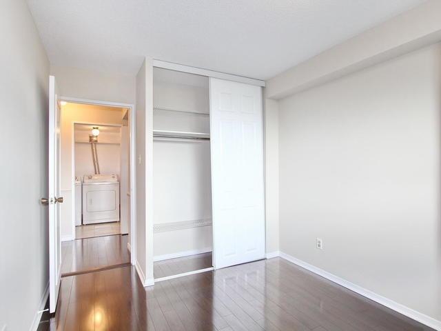 Condo Apartment at 3 Lisa St, Unit 302, Brampton, Ontario. Image 3