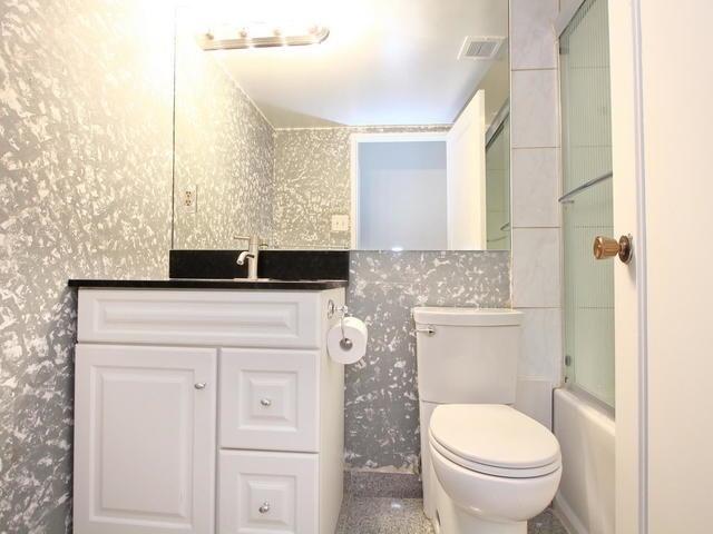 Condo Apartment at 3 Lisa St, Unit 302, Brampton, Ontario. Image 4