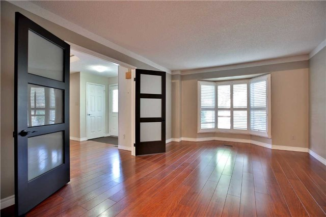 Detached at 6685 Tenth Line W, Mississauga, Ontario. Image 15