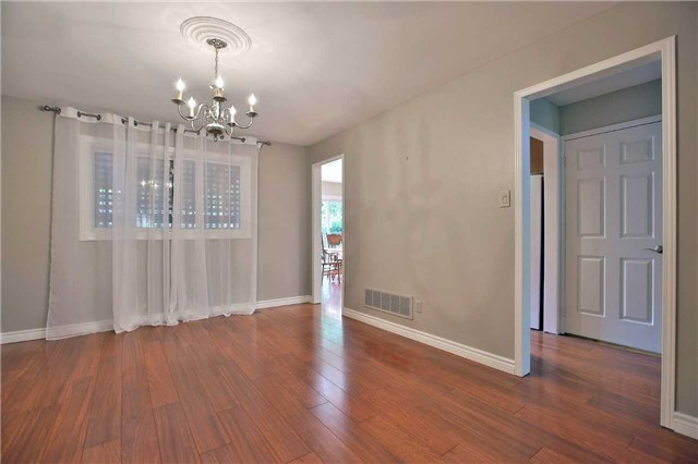 Detached at 6685 Tenth Line W, Mississauga, Ontario. Image 16