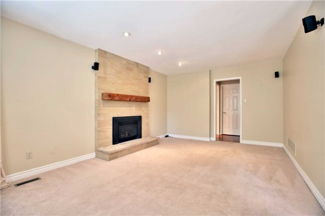 Detached at 6685 Tenth Line W, Mississauga, Ontario. Image 19