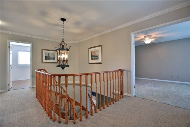 Detached at 6685 Tenth Line W, Mississauga, Ontario. Image 20