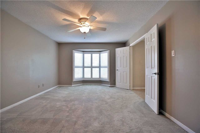 Detached at 6685 Tenth Line W, Mississauga, Ontario. Image 2