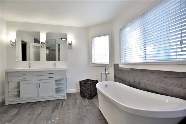 Detached at 6685 Tenth Line W, Mississauga, Ontario. Image 3